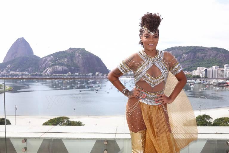 Ludmilla mostra fantasiada antes do bloco Fervo da Lud, no Rio