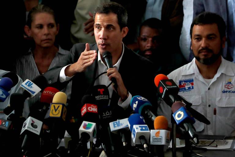O líder oposicionista Juan Guaidó durante encontro com funcionários públicos em Caracas