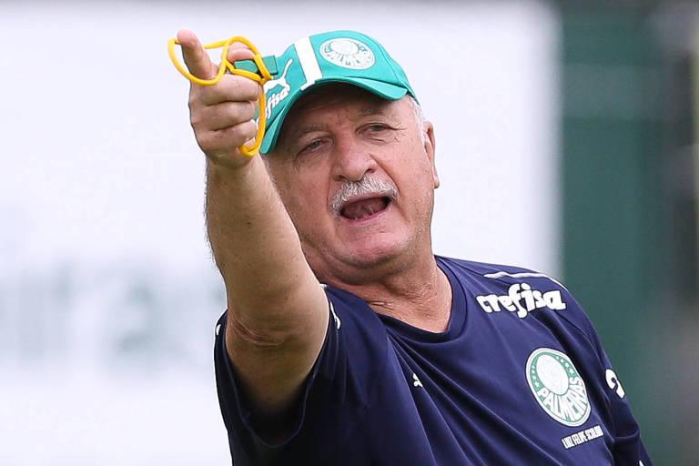 O técnico Felipão, dá orientação durante treino do Palmeiras