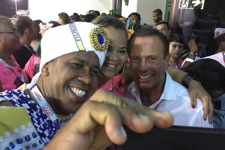 O governador de São Paulo, João Doria (à dir.), durante o Carnaval na Bahia