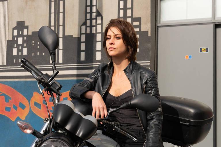Christiana Ubach interpreta Joana em A Garota da Moto, que estreia segunda temporada