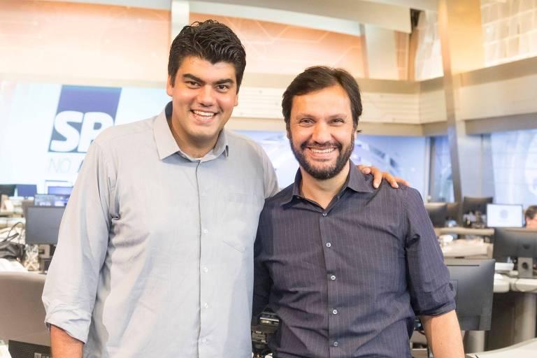 André Azeredo posa com o vice-presidente de jornalismo, Antonio Guerreiro