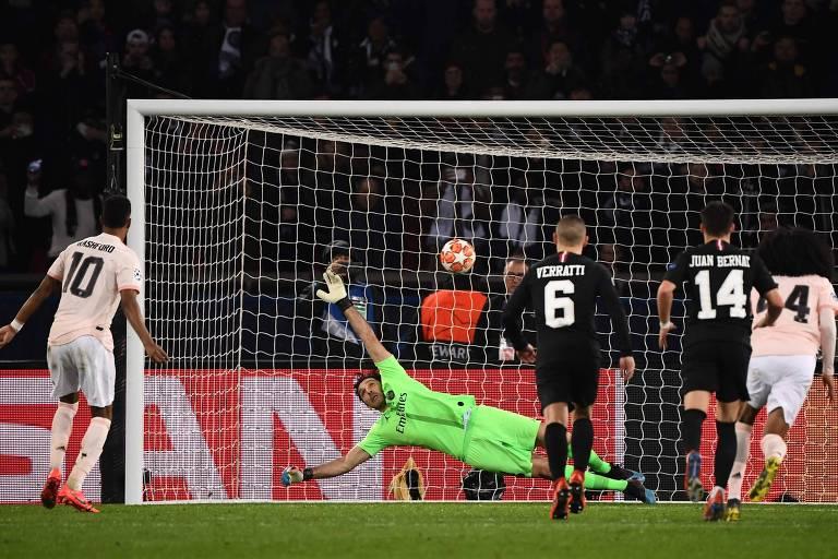 Rashford cobra e marca de pênalti o gol da classificação dos ingleses em Paris
