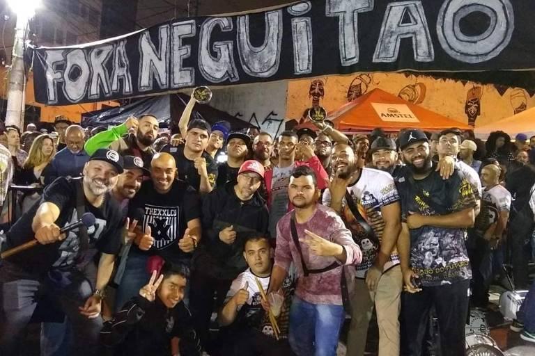 Protesto na quadra da Vai-Vai contra o presidente Neguitão