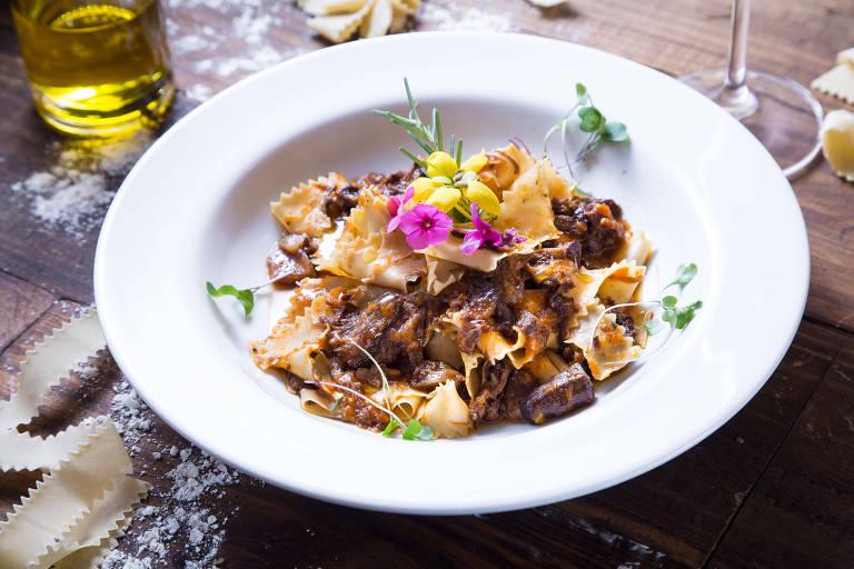 Pappardelle com ragu de rabada bovina servido no Diò, novo restaurante italiano na Vila Mariana