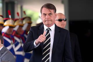 O presidente Jair Bolsonaro deixa o ministério da Defesa após almoço com ministros de seu governo