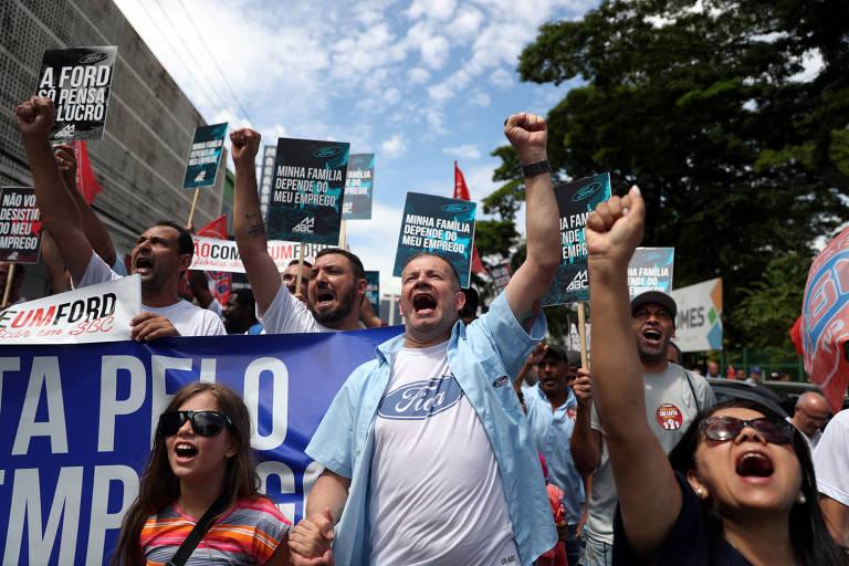 Funcionários da Ford protestam contra fechamento da fábrica de São Bernardo do Campo