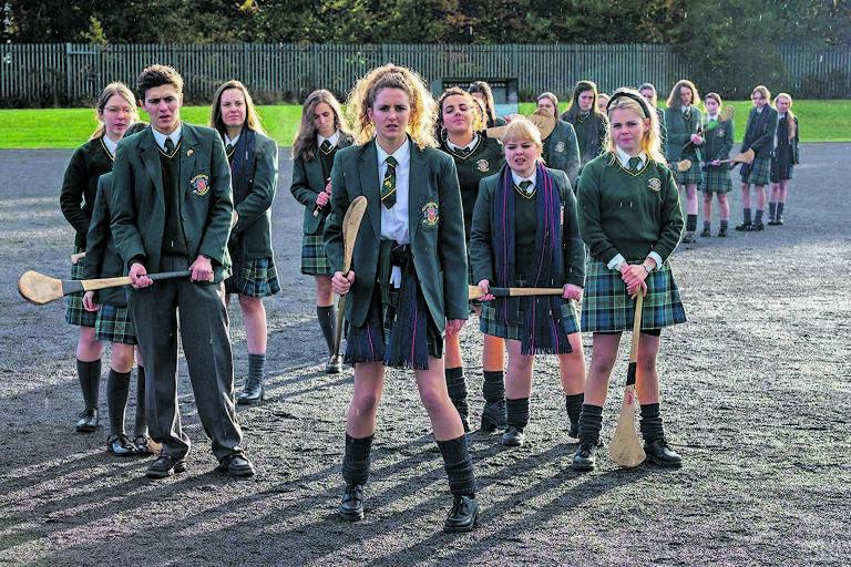 Escondida na Netflix, irlandesa 'Derry Girls' aposta no ridículo para provocar