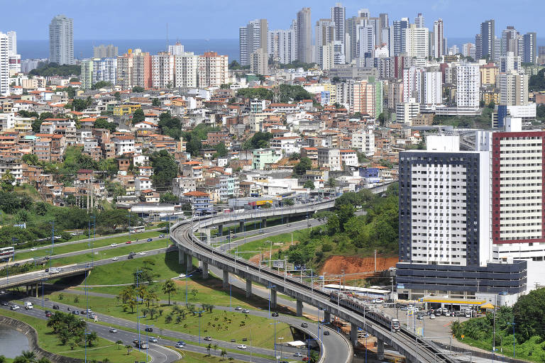 Vista aérea da linha 1 do Metrô de Salvador