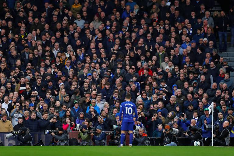 Eden Hazard, do Chelsea, durante partida contra o Fulham, em Craven Cottage, em Londres