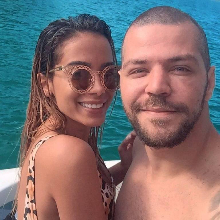 Anitta e amigo, Victor Sarro