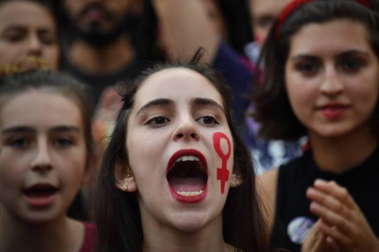 Mulheres, estudantes e sindicatos adaptam protestos em reação a ato endossado por Bolsonaro