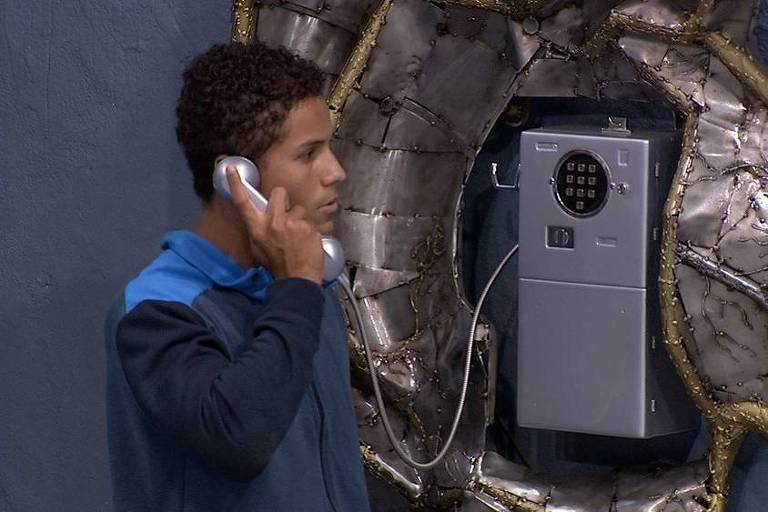 Danrley atende o Big Fone no BBB 19