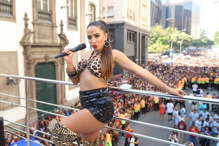 Anitta comanda Bloco das Poderosas