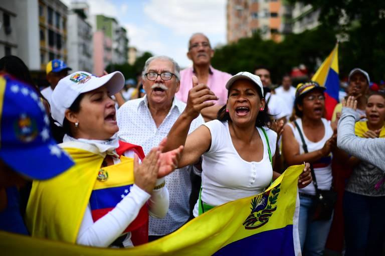 Apoiadores de Juan Guaidó protestam contra regime de Nicolás Maduro