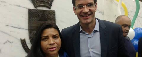 Candidata Zuleide Oliveira tira foto com ministro Marcelo Álvaro Crédito: Reprodução