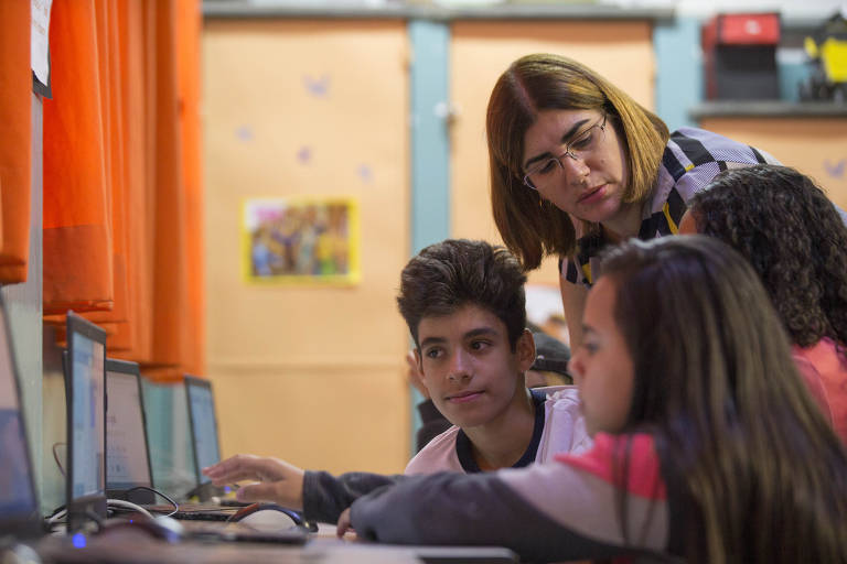 Professora de SP concorre a prêmio de melhor do mundo