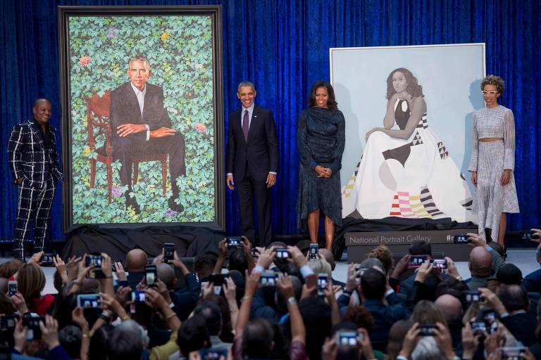 O pintor Kehinde Wiley, Barack Obama, Michelle Obama e a artista Amy Sherald