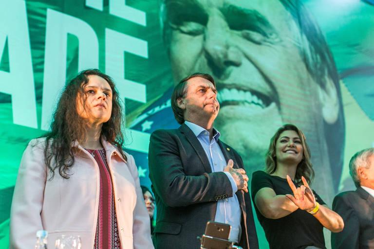 Janaina Paschoal com Jair Bolsonaro e Michelle Bolsonaro, em convenção do PSL em 2018