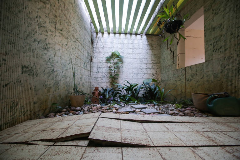 Rachaduras no bairro do Pinheiro, em Maceió
