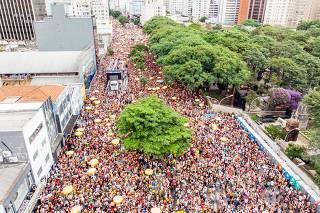 Pós-Carnaval tem megablocos e trios em São Paulo e no Rio