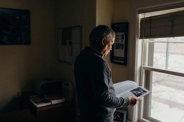 O jornalista mexicano Emilio Gutiérrez, que busca asilo político nos EUA, na Wallace House, em Ann Arbor