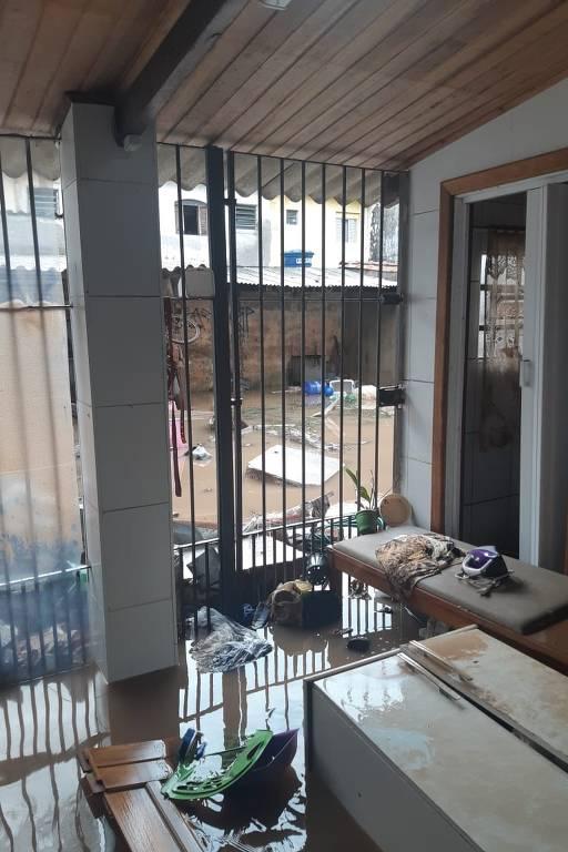 Casa alagada no bairro Fundação, em São Caetano do Sul, por volta das 2h de segunda (11)