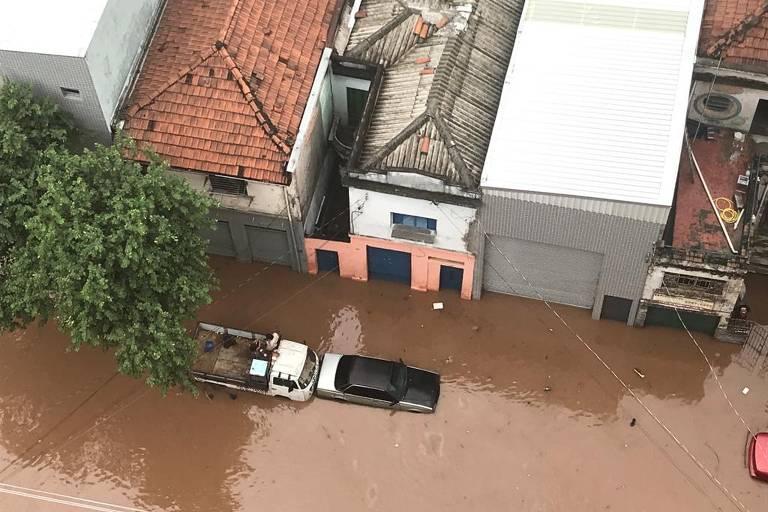 Leitores mostram estragos causados pela chuva