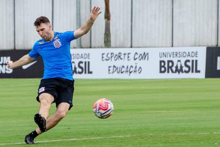 Boselli durante treino do Corinthians no CT do Parque Ecológico