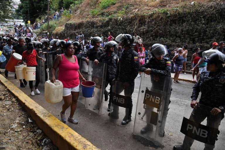 Venezuelanos sofrem com falta de água em meio a apagão