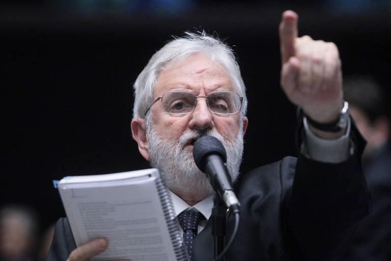 O deputado federal Ivan Valente (PSOL-SP), durante sessão extraordinária na Câmara