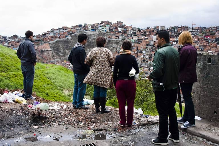 Empreendedores de negócios de impacto social, acelerados pela Artemisia, visitam o Jardim Ângela, zona sul de São Paulo