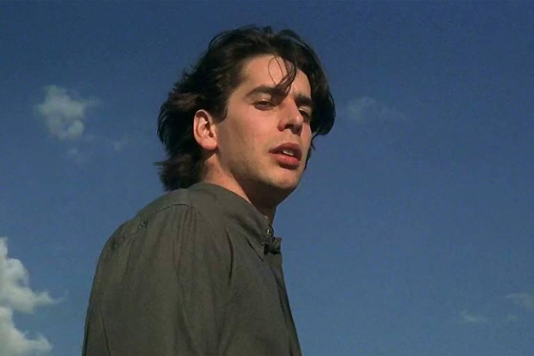 """Cena do filme """"Preso na Escuridão"""", de 1997"""