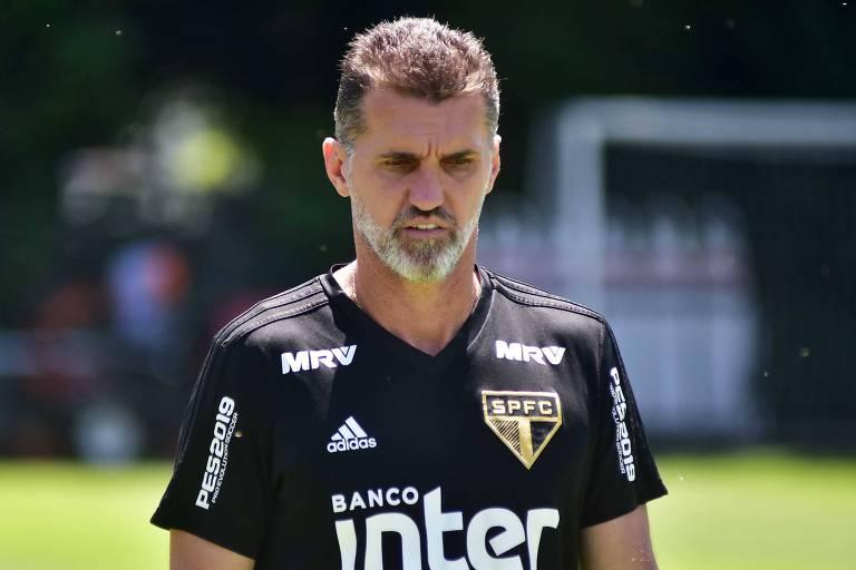 Vagner Mancini, técnico interino do São Paulo, durante atividade no CT da Barra Funda