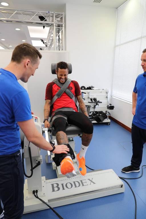 Neymar se recupera de lesão no Qatar