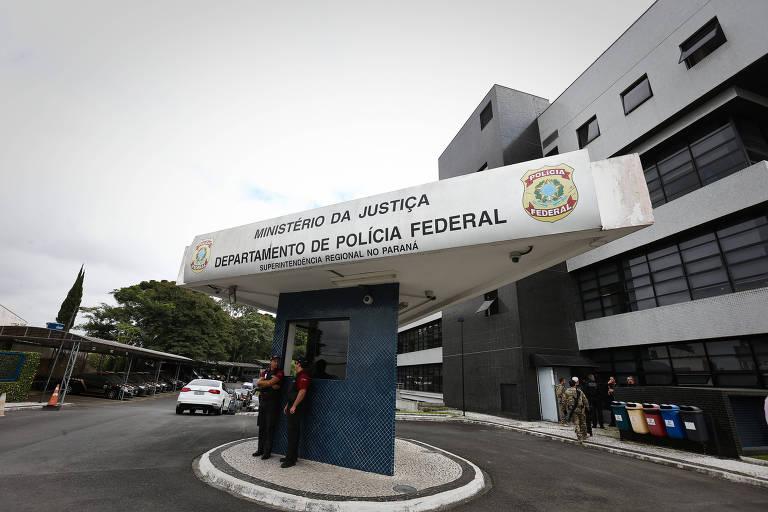 O grupo de investigadores passou por alterações com a ida de integrantes da PF para a equipe de Moro em Brasília. Um deles foi o delegado Igor Romário de Paula, que atuava na operação desde seu início