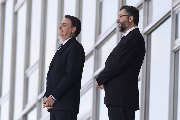 O presidente Jair Bolsonaro e o ministro das Relações Exteriores, Ernesto Araújo