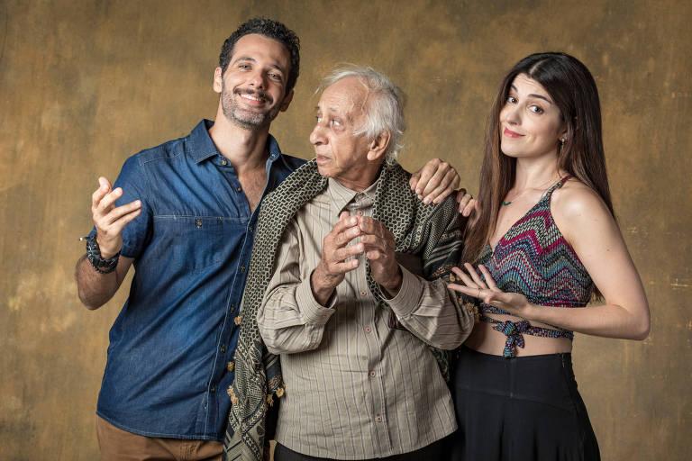 Órfãos da Terra - Ali (Mouhamed Harfouch), Mamede (Flávio Migliaccio) e  Muna (Lola Fanucchi)