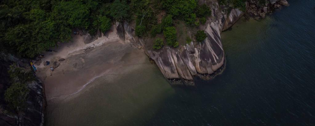 Aventureiros fogem de lotação com praias