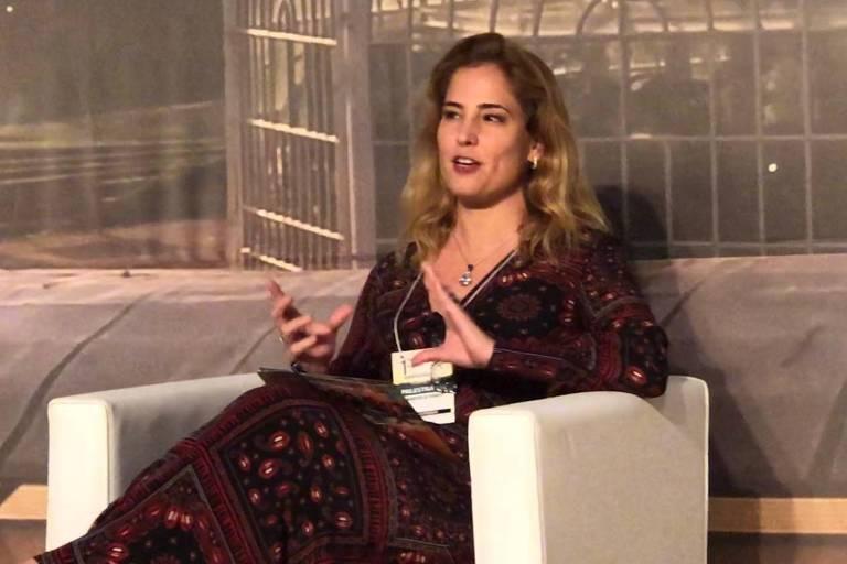 A juíza federal Gabriela Hardt, que atuou na Operação Lava Jato, durante palestra em Curitiba