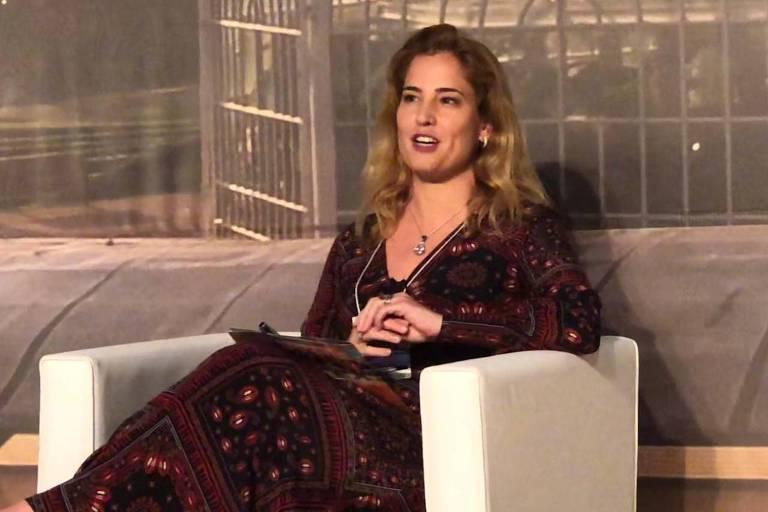 A juíza federal Gabriela Hardt, que atuou na Operação Lava Jato, durante palestra em Curitiba, nesta quarta (13)