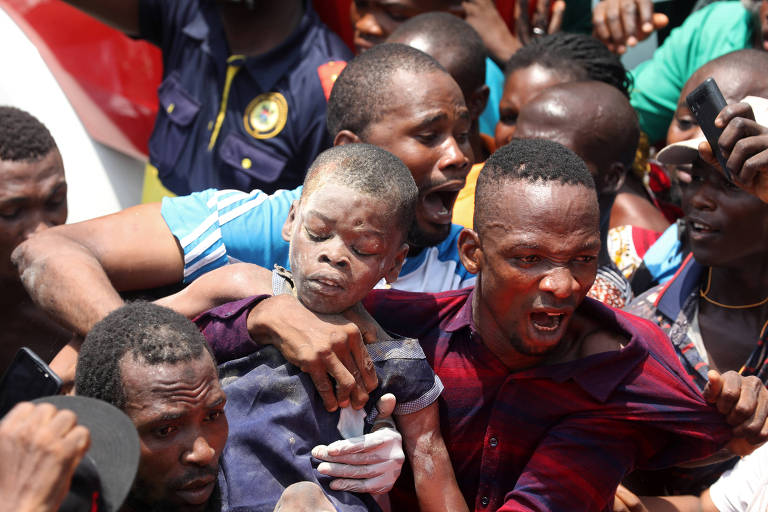 Prédio que abriga escola primária desaba em Lagos, na Nigéria