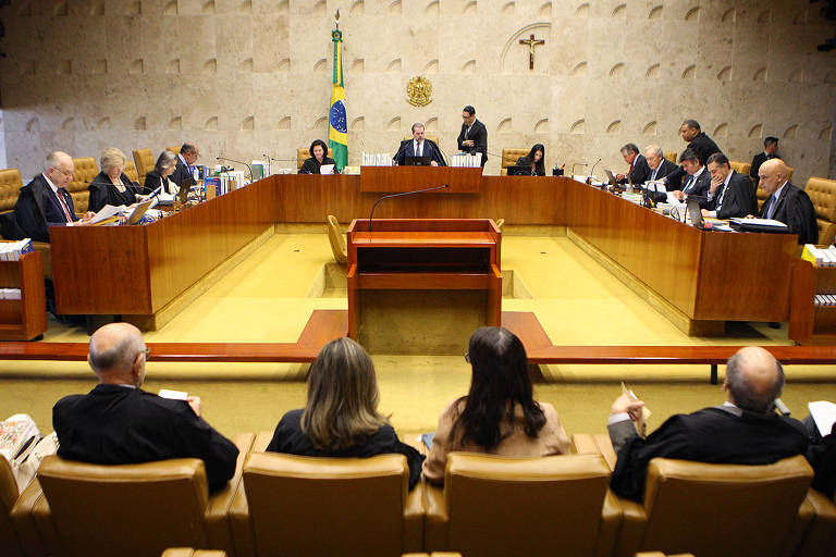 Plenário do STF (Supremo Tribunal Federal) durante sessão extraordinária