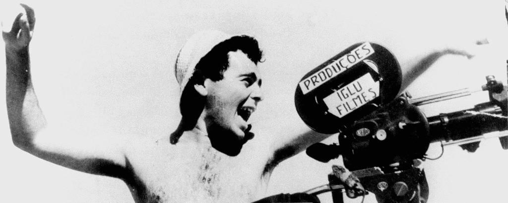 O cineasta Glauber Rocha durante filmagens de