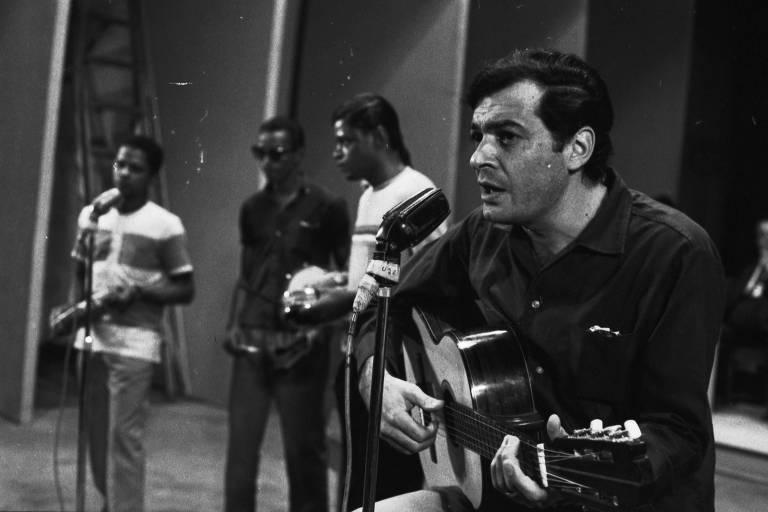 Sérgio Ricardo no 3º Festival de Música Popular Brasileira na TV Record, em 1967