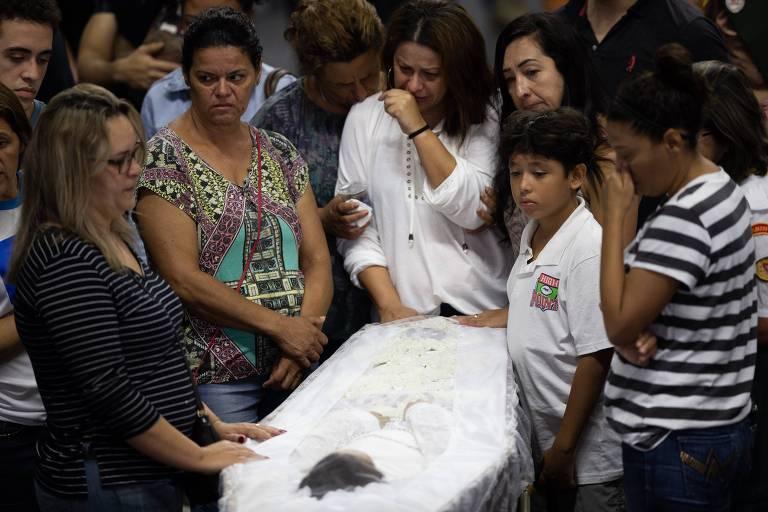 Velório coletivo de vítimas de massacre em colégio de Suzano, na Grande São Paulo