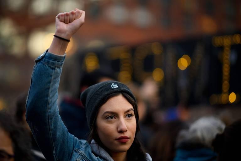 Manifestante participa de protesto contra as políticas de imigração do presidente dos EUA, Donald Trump, em Nova York