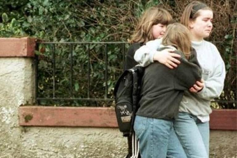 Dezesseis crianças foram mortas por ex-líder escoteiro armado que invadiu escola na Escócia em 1997