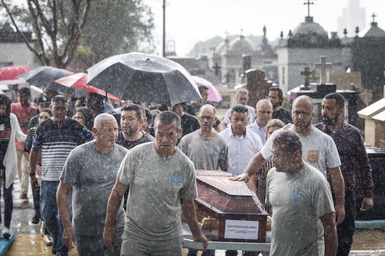Sepultamento do jovem Kaio Lucas da Costa Limeira, no Cemitério São Sebastião, em Suzano