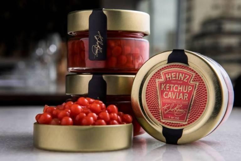 Jantar com 'caviar' de ketchup celebra 150 anos de marca